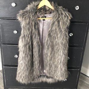 Nicole Miller faux fur vest size small